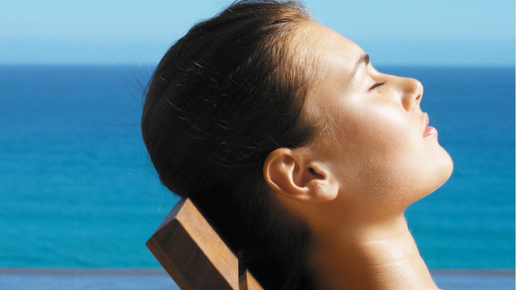 चेहरे को अल्ट्रा वायलेट सूरज की किरणों (UV Rays) से बचाने के लिए ग्रीन टी और लेमन फेस मास्क