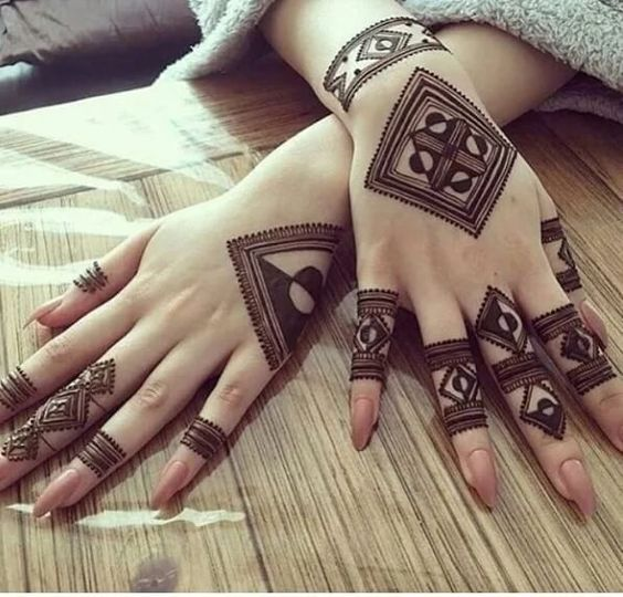2-Part Intricate Arabic Mehndi Design