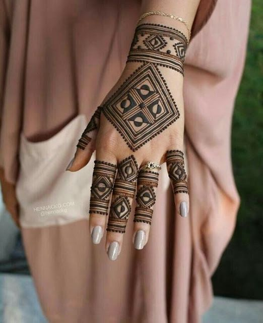 Beautiful Back Side Square Shaped Henna Design