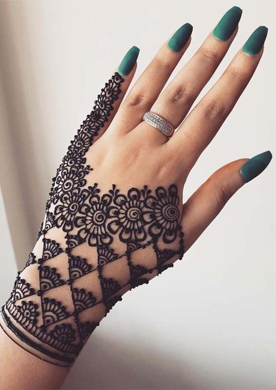 Beautiful Delicate Patterns Simple Mehndi Design