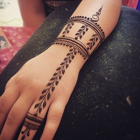 Bracelet and Leaf Shaped Simple Mehndi Design